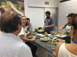 Momento de participación en el taller de cocina